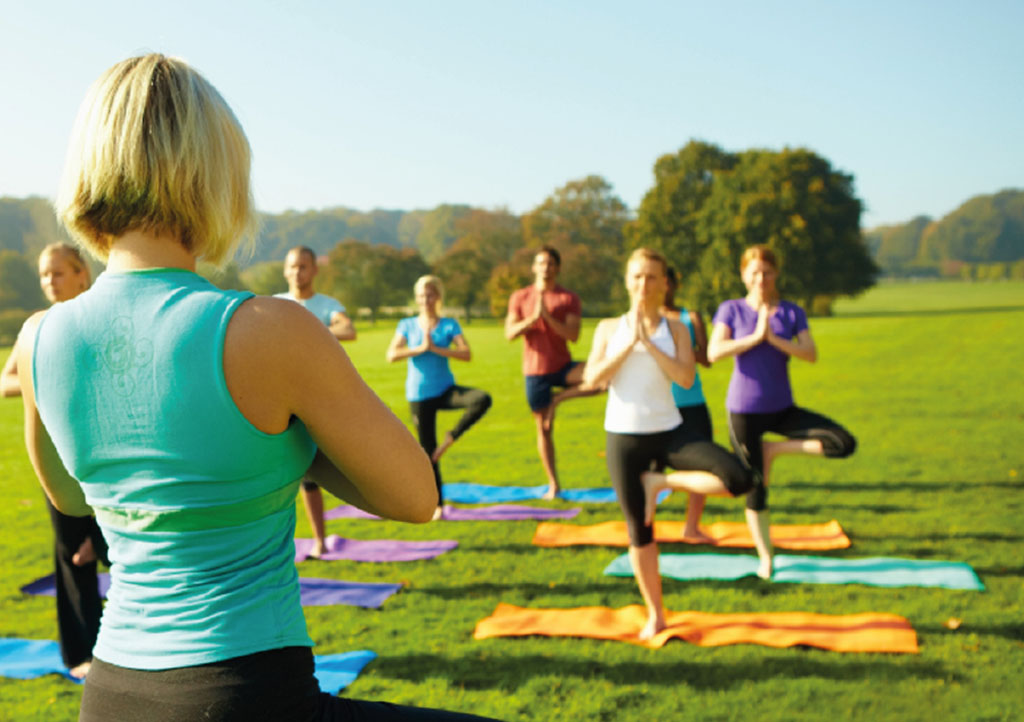 _0001s_0002_Frau macht Yoga