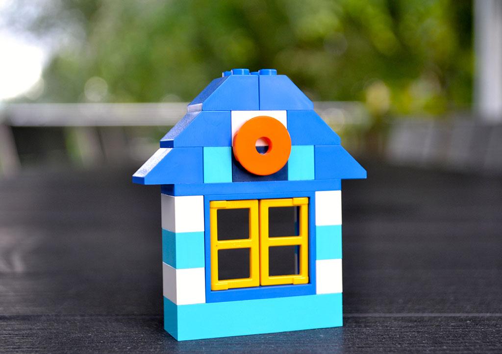 _0000s_0001_Lego Haus Art of communication
