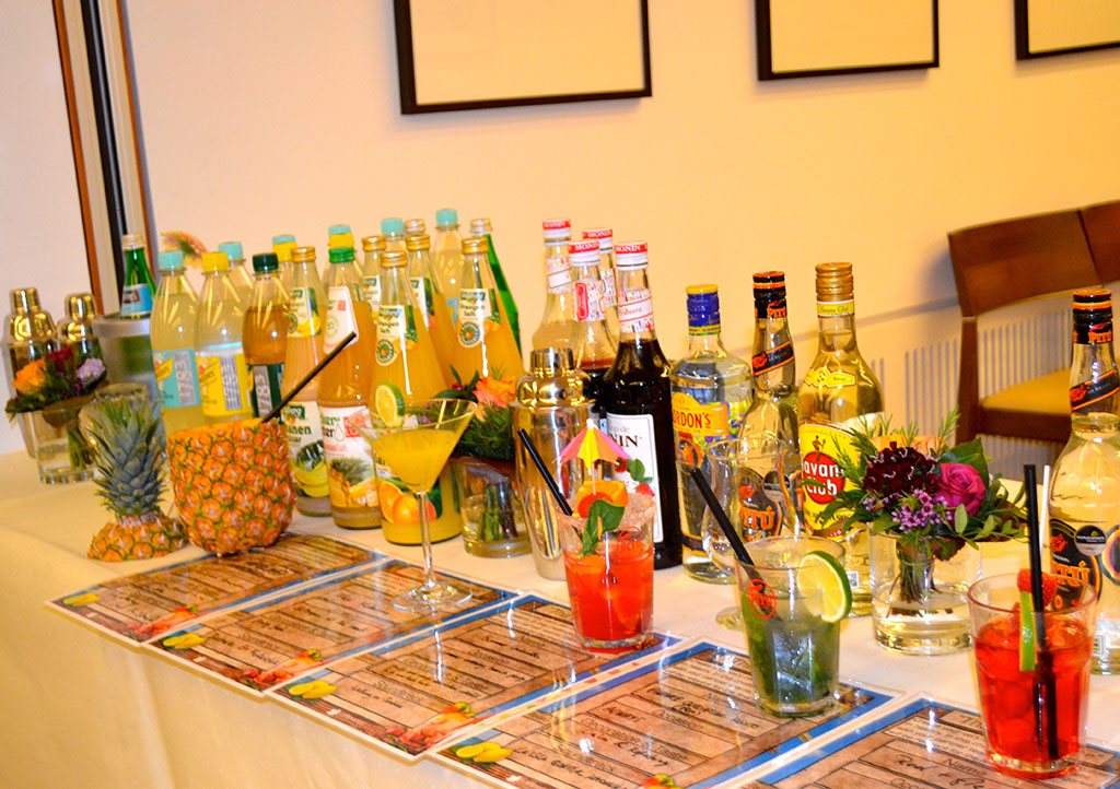 _0004s_0001_CocktailEvent