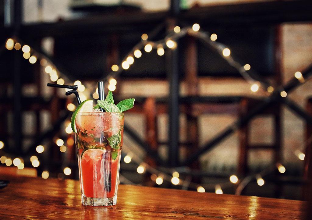 Ein auf der DEEPWOOD Weihnachtsfeier gemixter Cocktail